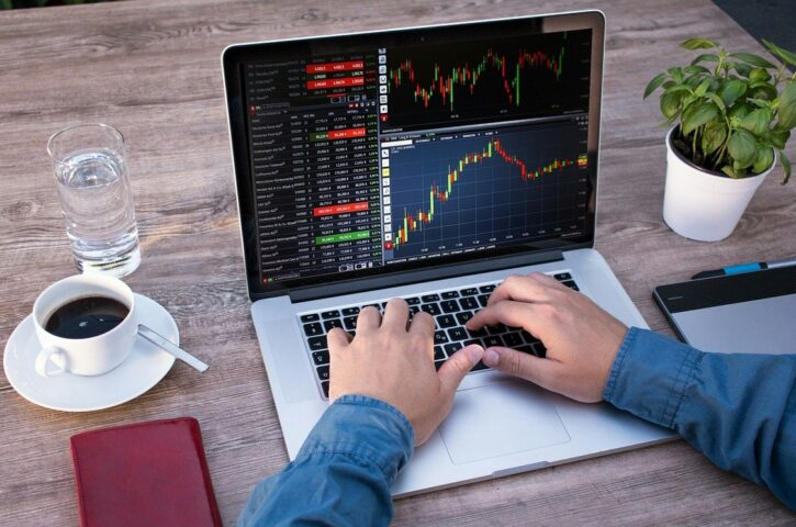 Learning to trade the cross pairs in the Forex market